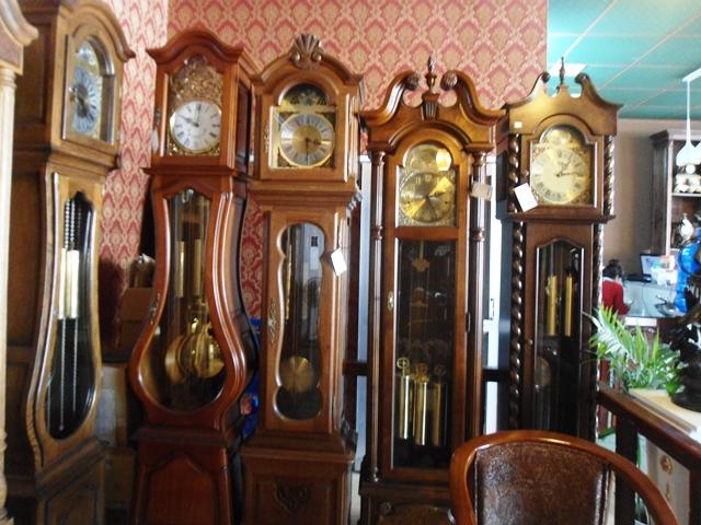 Địa chỉ mua đồng hồ cây uy tín sẽ giúp bạn thêm phần an tâm