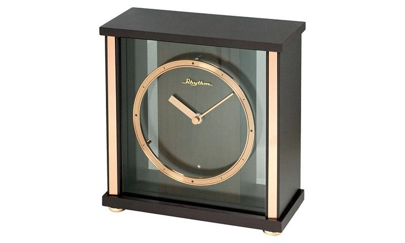 Kiểu đồng hồ để bàn hình hộp đẹp