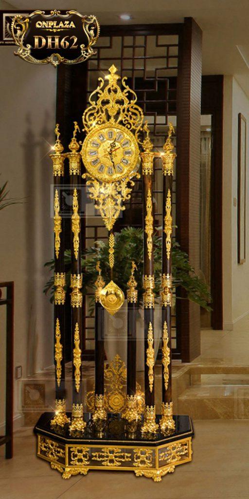 Đồng hồ cây DH62 phong thủy thân trụ gỗ quý chạm khắc phong cách châu Âu cổ điển sang trọng